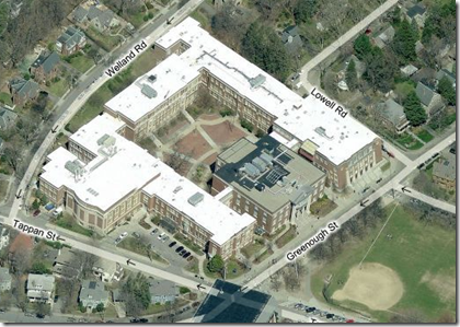 Brookline High School (sett gjennom Bings Bird's Eye view)