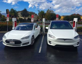 1280px-tesla_model_s_26_x_side_by_side_at_the_gilroy_supercharger