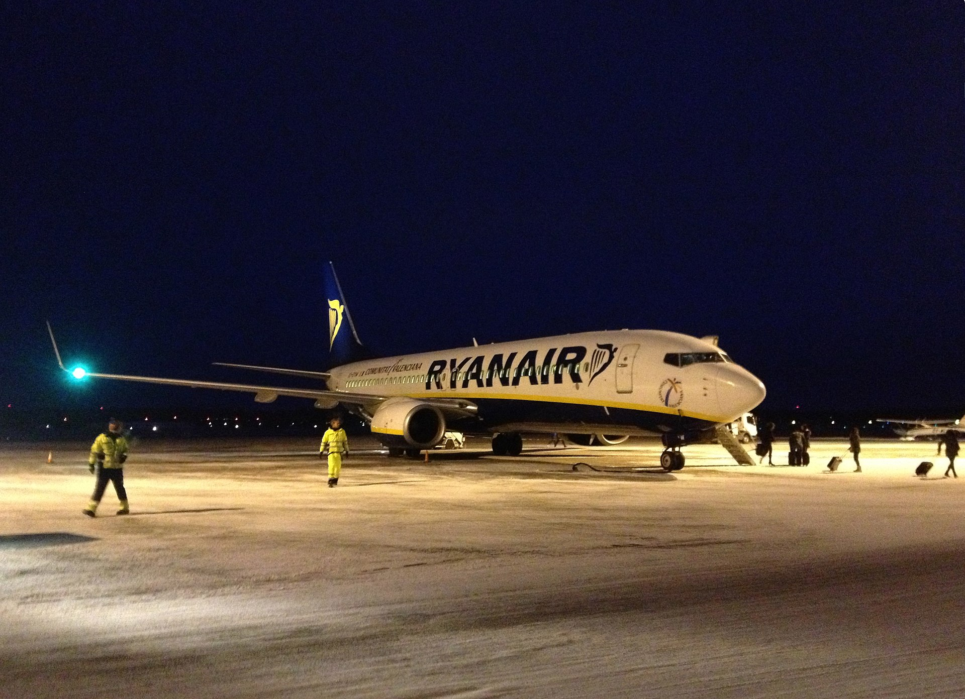 1920px-ryanair_boeing_737-800_at_rygge_airport